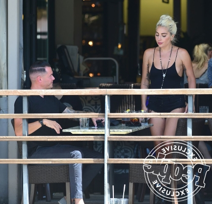 a-new-flame-lady-gaga-photographed-kissing-audio-engineer-dan-horton-in-l-a-during-brunch-date__779885_
